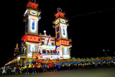 Múa rồng nhang đêm Hội yến Diêu Trì Cung 2018. Ảnh: Giang Phương