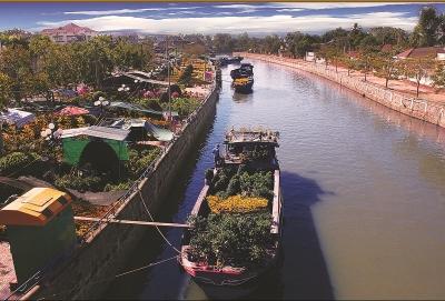Sông quê. Ảnh: Lê Bi