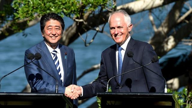 Thủ tướng Nhật Bản Shinzo Abe và Thủ tướng Australia Malcom Turnbull.