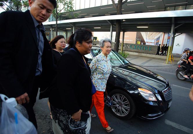 Phu nhân Thủ tướng Singapore giản dị đến Saigon Square tham quan /// Ảnh: Ngọc Dương