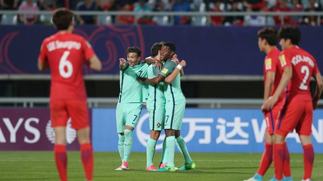 U.20 Bồ Đào Nha (áo xanh) ăn mừng chiến thắng trước U.20 Hàn Quốc /// FIFA.com