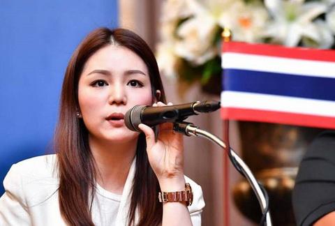 Nữ trưởng đoàn xinh đẹp Watanya Wongopasi