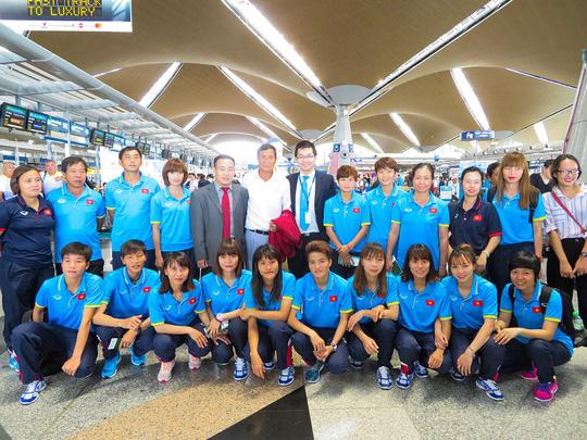 Vietnam Airlines tặng thẻ Bông Sen Vàng và dặm thưởng cho đoàn thể thao SEA Games 29 - Ảnh 1.