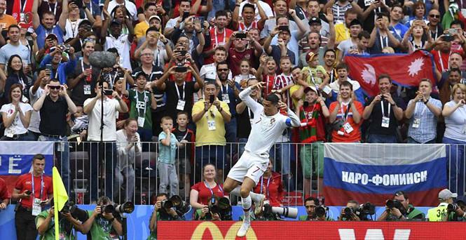 Một lần nữa thế giới lại ngã mũ nể phục Cristiano Ronaldo  /// Reuters
