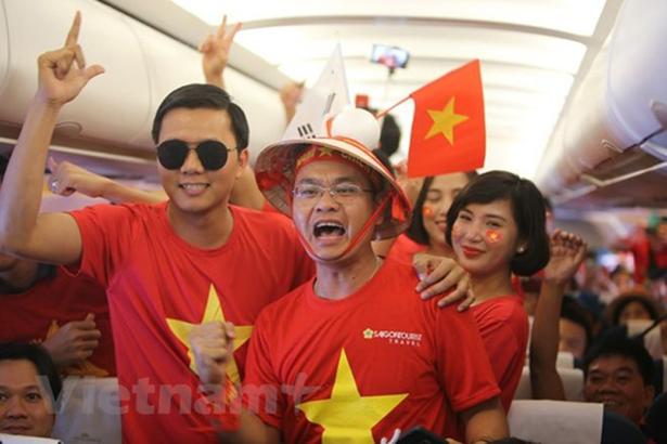 Description: Vietnam Airlines tăng nhiều chuyến bay đi Malaysia xem chung kết AFF Cup