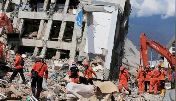 Description: Động đất, sóng thần ngày 28-9-2018 ở Indonesia làm hơn 1.200 người thiệt mạng. Ảnh: REUTERS