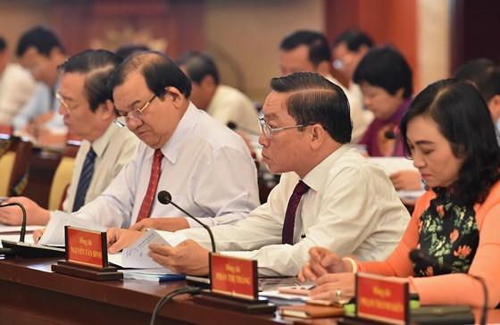 Description: Hội nghị Thành ủy TPHCM bàn kế hoạch nhân sự cho nhiệm kỳ tới ảnh 3