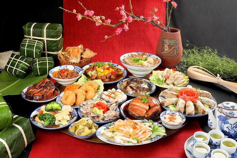 Description: Mâm cơm giỗ Tổ Hùng Vương - nét đẹp văn hóa người dân Phú Thọ
