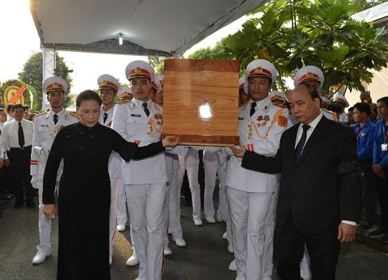 Description: Lễ an táng nguyên Chủ tịch nước Lê Đức Anh  ảnh 1