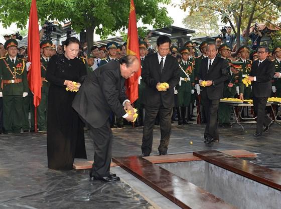 Description: Lễ an táng nguyên Chủ tịch nước Lê Đức Anh  ảnh 3