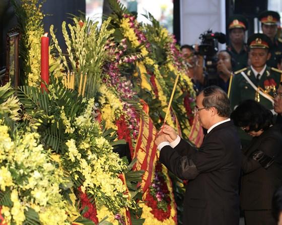 Description: Lễ an táng nguyên Chủ tịch nước Lê Đức Anh  ảnh 5