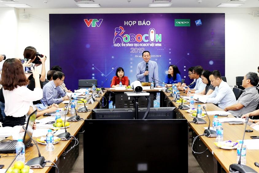 Description: 32 đội tham dự vòng Chung kết cuộc thi sáng tạo Robot Việt Nam 2019