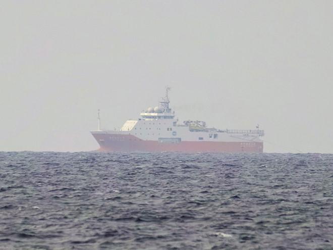 Description: Tàu khảo sát Hải Dương Địa chất 8 của Trung Quốc đang thực hiện khảo sát trái phép tại khu vực Phúc Tần - Tư Chính thuộc thềm lục địa VN, giữa tháng 7.2019 /// Ảnh: Ngư dân cung cấp