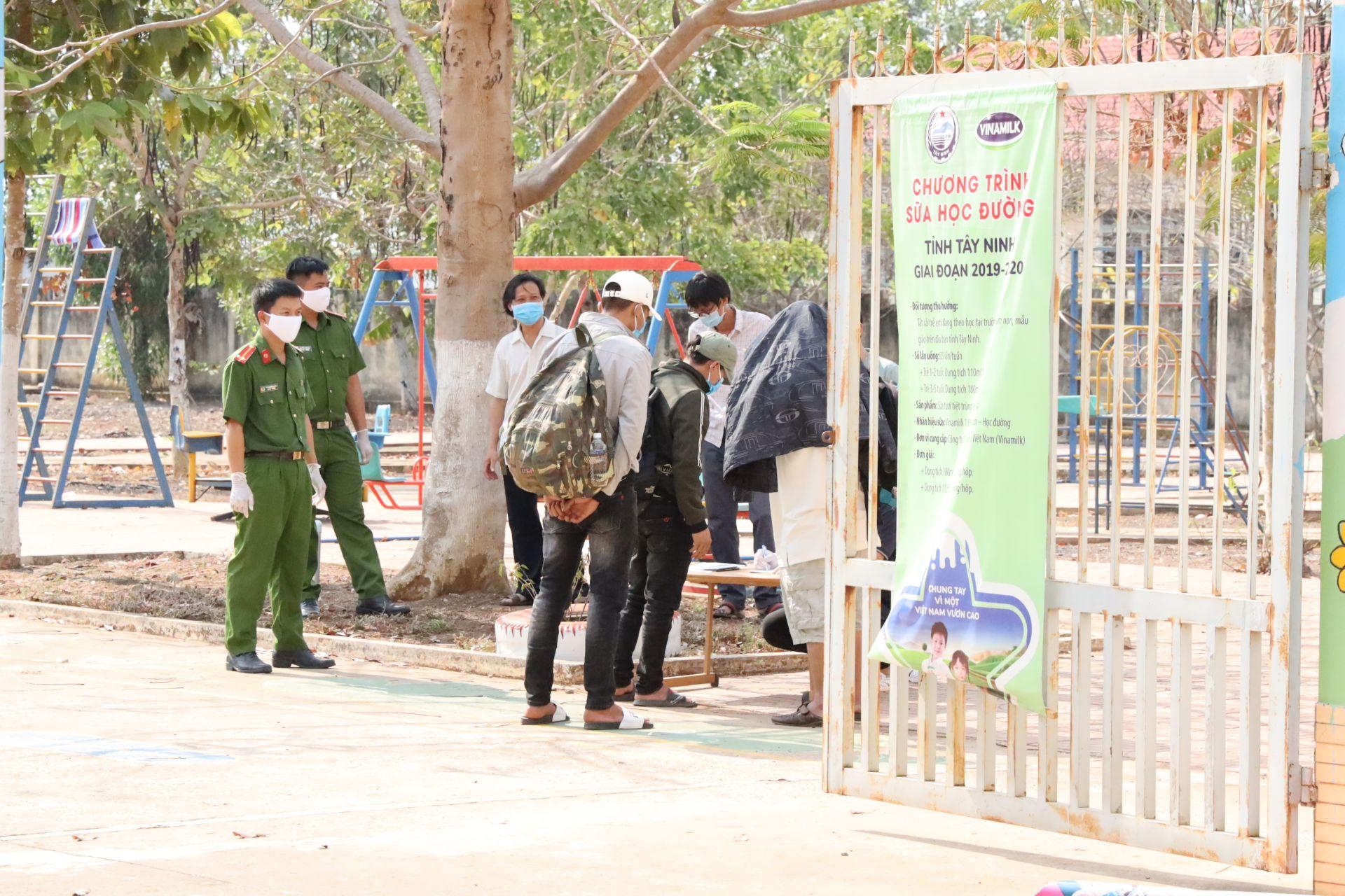 Công an Tây Ninh đảm bảo ANTT tại khu vực cách ly dịch bệnh Covid-19 - Báo Tây  Ninh Online