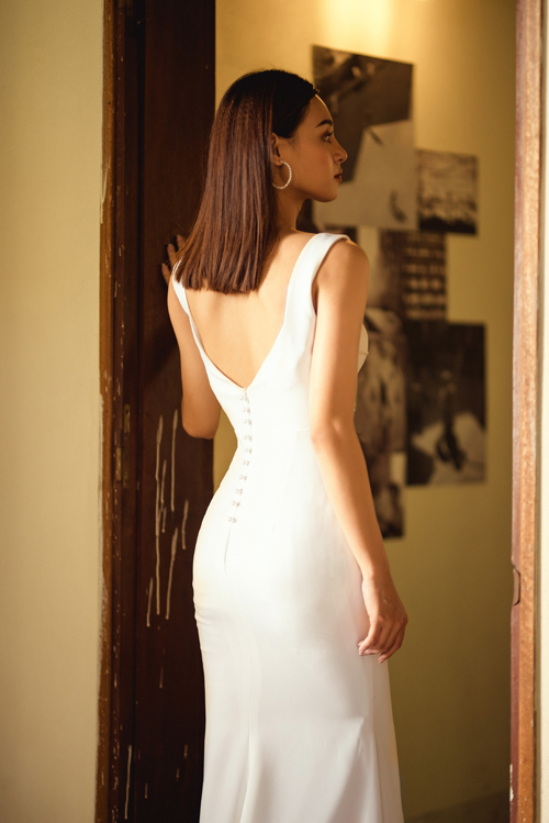 Váy cưới tối giản ngày hè