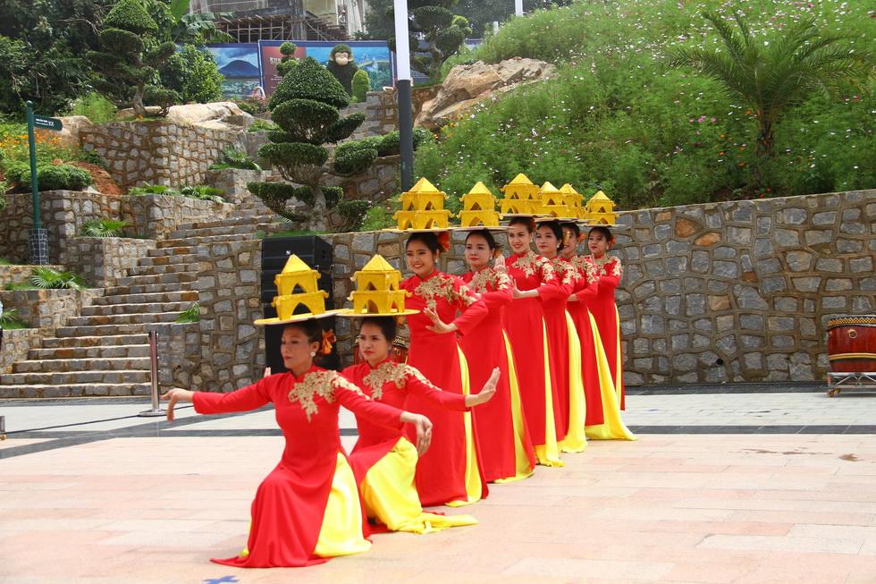 Biểu diễn nghệ thuật nhân lễ Vía bà Linh Sơn Thánh Mẫu 2020