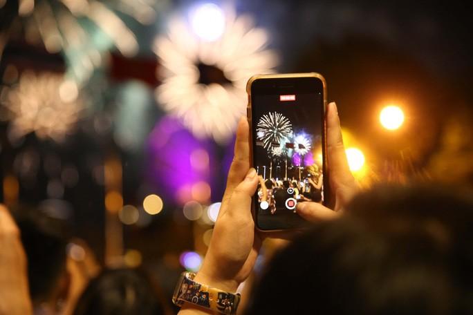 شهر هوشی مین با آتش بازی در سال 2021 از سال جدید استقبال می کند - عکس 4.