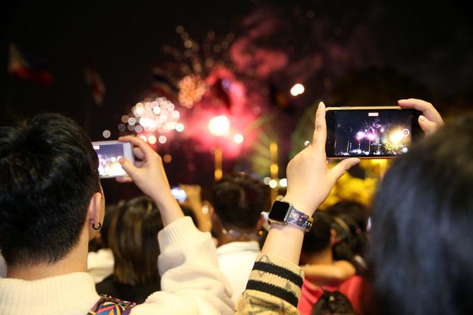شهر هوشی مین با آتش بازی در سال 2021 از سال جدید استقبال می کند - عکس 6.
