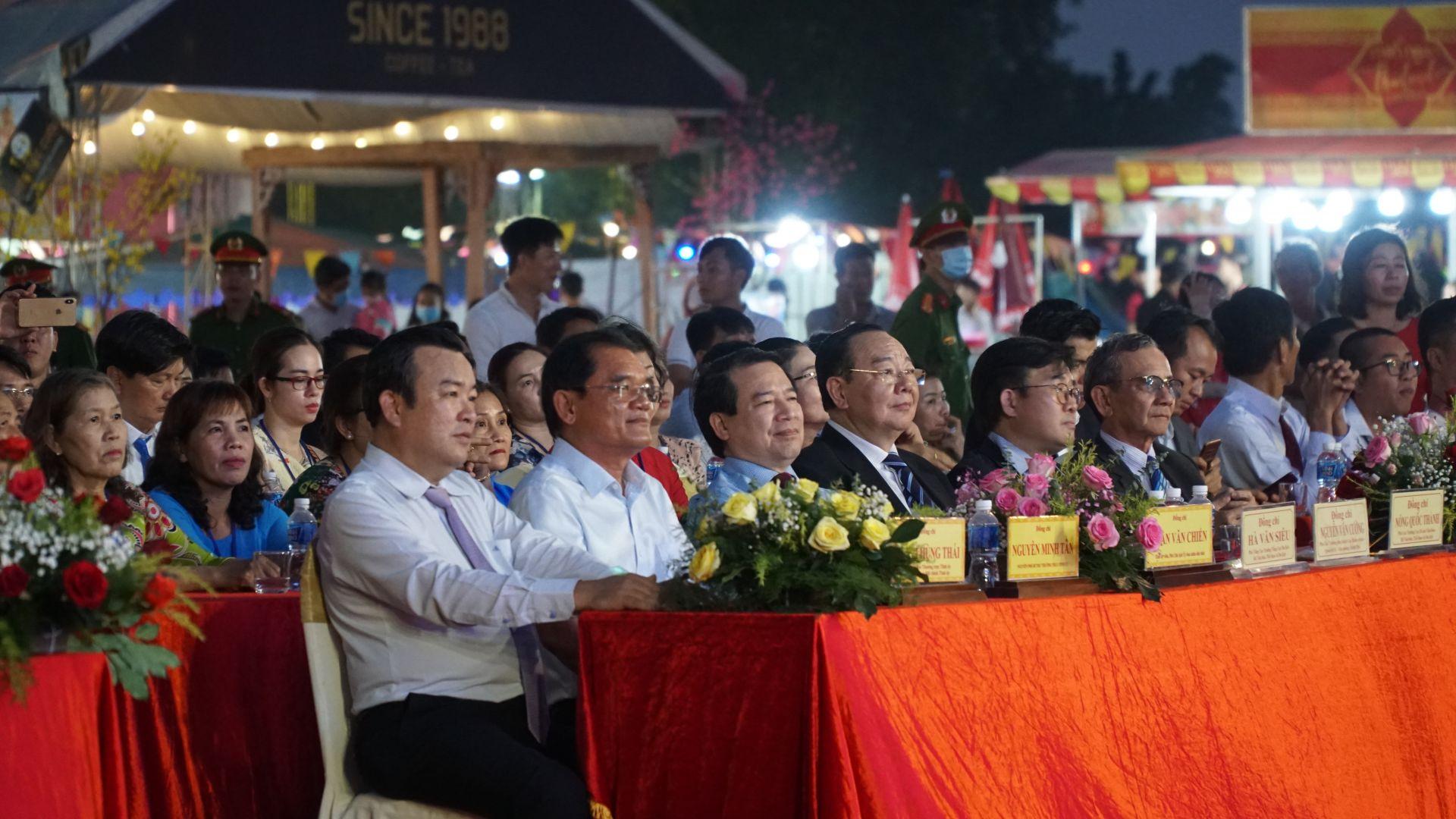 Lãnh đạo Tỉnh ủy, UBND tỉnh và Bộ VHTT&DL tham dự lễ khai mạc.