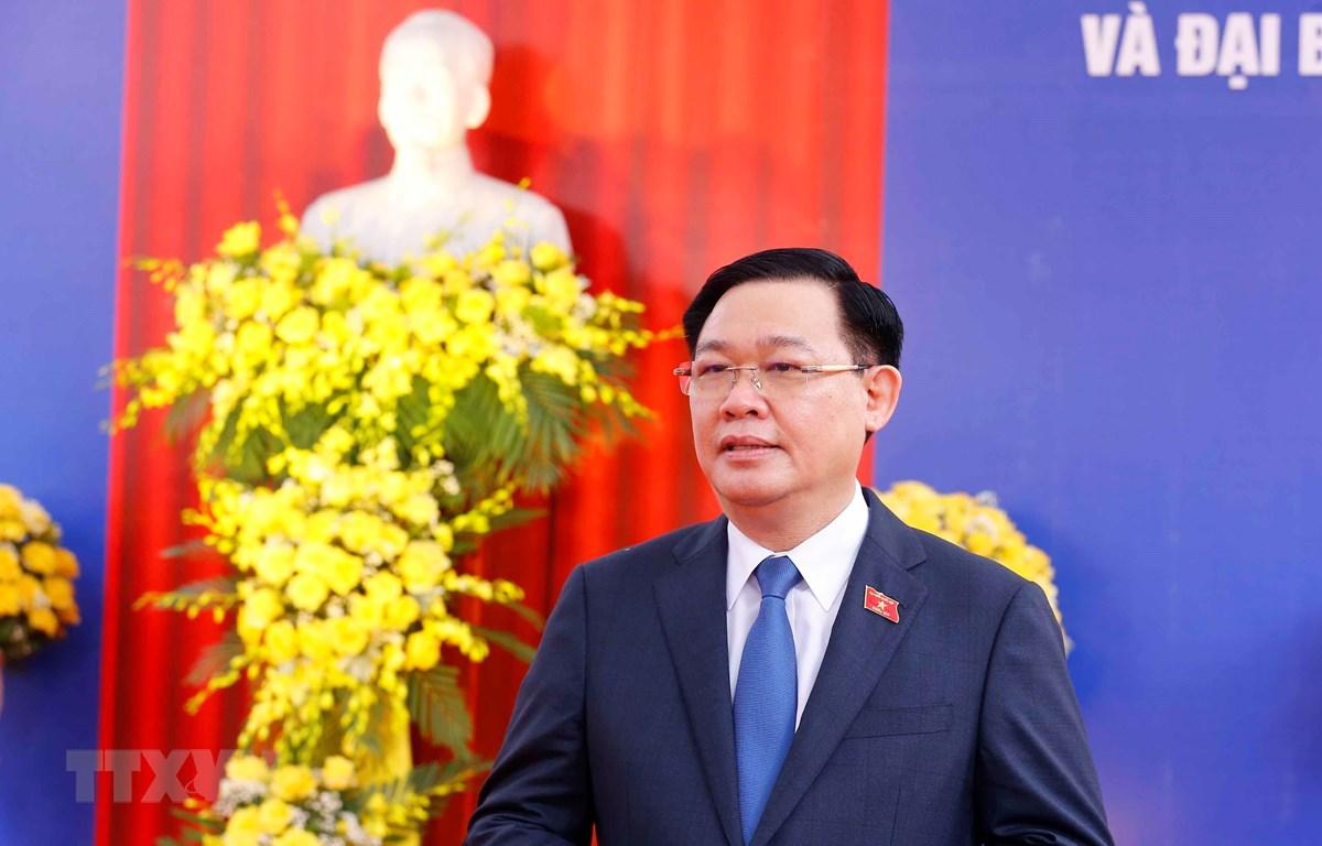 Chủ tịch Quốc hội Vương Đình Huệ trả lời phỏng vấn báo chí. (Ảnh: Doãn Tấn/TTXVN)