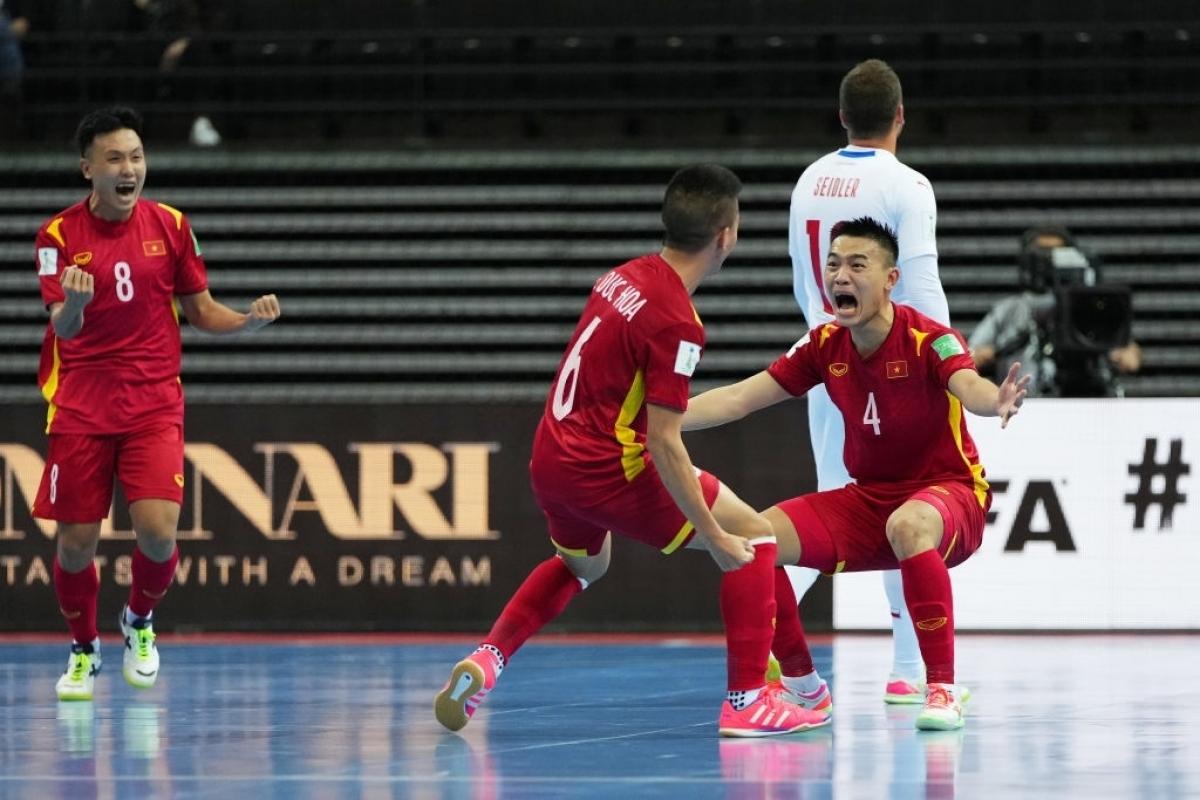 ĐT Futsal Việt Nam cho thấy trình độ chuyên môn được cải thiện đáng kể ở giải đấu trên đất Lithuania. (Ảnh: Getty).
