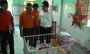 Tặng quà Trung thu cho trẻ em mồ côi, khuyết tật
