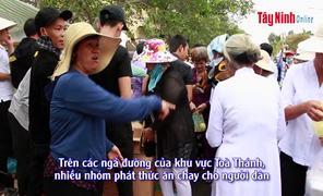 """""""Phục vụ miễn phí"""" - nét đẹp ở lễ Hội Yến Diêu Trì cung 2019"""