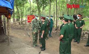 Chính uỷ Quân khu 7 thăm, tặng quà các Chốt chống dịch Covid-19 trên biên giới tỉnh Tây Ninh