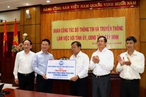 Bộ trưởng Bộ Thông tin và Truyền thông làm việc với lãnh đạo tỉnh Tây Ninh