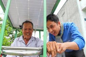 Xe lắc năng lượng mặt trời giúp người khuyết tật nghèo vượt lên số phận