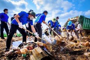 Phát huy vai trò của Mặt trận Tổ quốc và các tổ chức đoàn thể trong vận động người dân tham gia thu gom rác thải