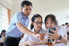 Học sinh có nên sử dụng điện thoại trong trường học?