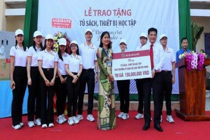 Agribank Tây Ninh:Tặng tủ sách, thiết bị học tập cho Trường Phổ thông Dân tộc Nội trú tỉnh