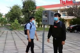 Chế tạo máy đo thân nhiệt và rửa tay tự động phòng chống Covid-19 tại Trường Cao đẳng nghề Tây Ninh