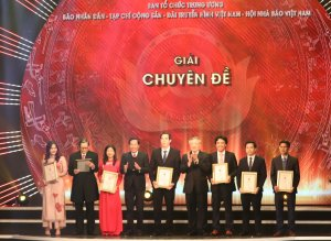 Báo Tây Ninh đoạt giải tập thể xuất sắc tại Giải Búa liềm vàng lần thứ V - năm 2020