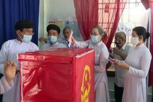 Cử tri tôn giáo Cao Đài nô nức đi bầu cử sớm