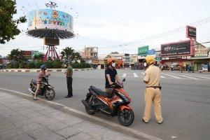Công an Tp Tây Ninh sử dụng thiết bị flycam ghi hình, xử lý các trường hợp vi phạm Chỉ thị 16 của Thủ tướng Chỉnh phủ