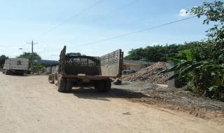 Xã Tân Bình: Đường giao thông xuống cấp do xe tải chở mì