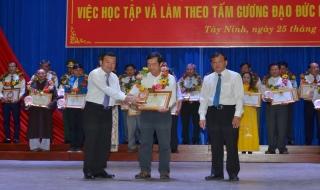 Phải gắn với xây dựng và phát triển văn hoá, con người Việt Nam