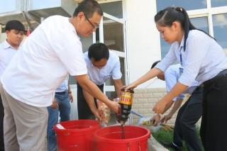 Kiểm tra bếp ăn tập thể trong KCN Phước Đông