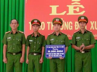 CATN: Khen thưởng đột xuất cán bộ, chiến sĩ CA Tân Châu
