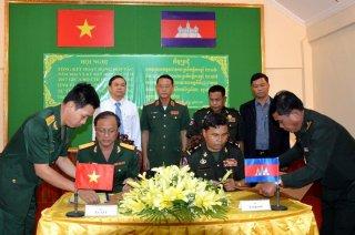 Bộ CHQS Tây Ninh ký kết phối hợp hoạt động với các Tiểu khu quân sự thuộc Vương quốc Campuchia