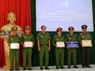 UBND tỉnh: Khen thưởng tập thể, cá nhân có thành tích trong đấu tranh phòng chống tội phạm