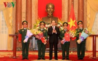 Chủ tịch nước trao Quyết định thăng hàm cho 4 sĩ quan quân đội
