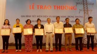 Điện lực Tây Ninh: Trao thưởng cho gia đình tiết kiệm điện
