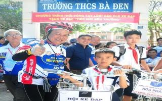 Ngày hội xe đạp và tặng xe đạp cho học sinh
