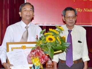Văn phòng Tỉnh uỷ: Trao Huy hiệu 30 năm tuổi đảng