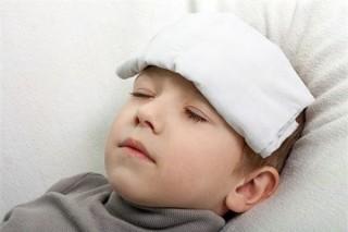 Sốt co giật ở trẻ có ảnh hưởng đến não?