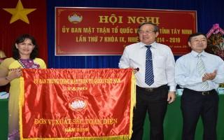 Mặt trận Tổ quốc tỉnh Tây Ninh được Trung ương Mặt trận Tổ quốc Việt Nam trao tặng cờ xuất sắc toàn diện