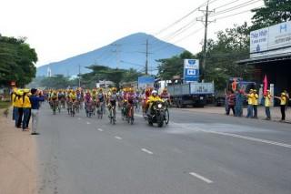 Xuất phát chặng 7 cuộc đua xe đạp toàn quốc Cúp truyền hình Bến Tre lần thứ XIX